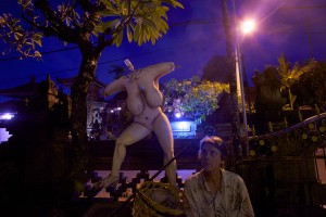 Unusual sculpture of a woman at night